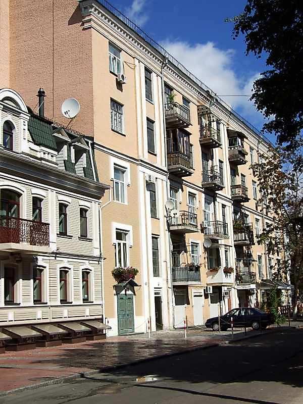 Житловий будинок (№ 43 / Почайнинська,…