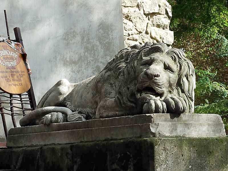 2007 р. Скульптура лева