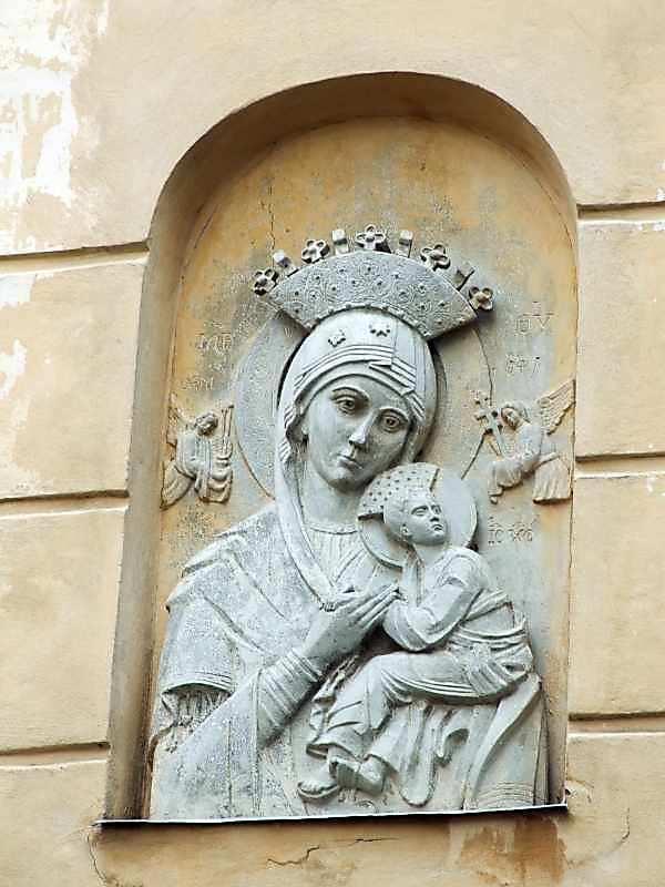 Рельєф св.Марії Сніжної
