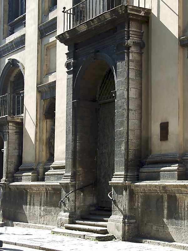 2007 р. Бічний портал