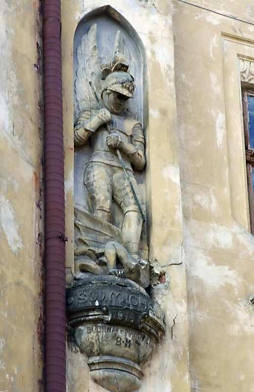 Боротьба архангела Михаїла з сатаною