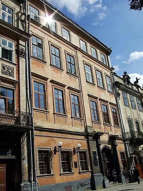 Архієпископський палац (№ 9)