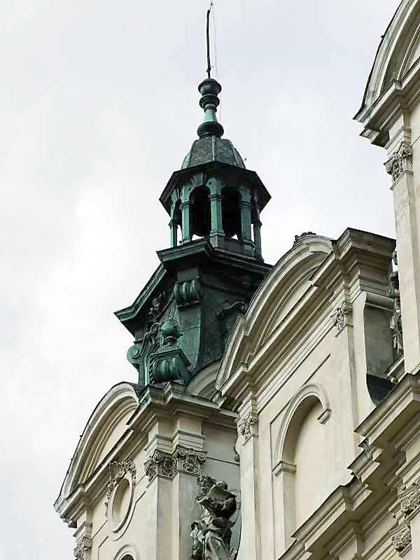 Верх башти і фронтон