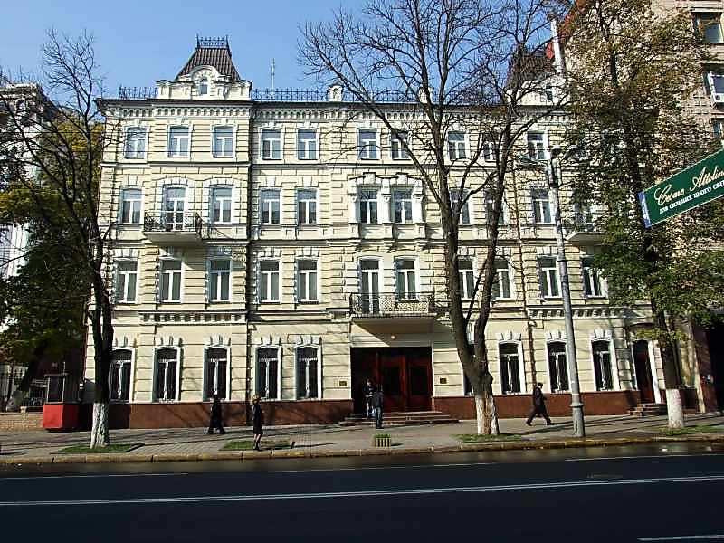 Готель Чарнецького з історією (№ 16)