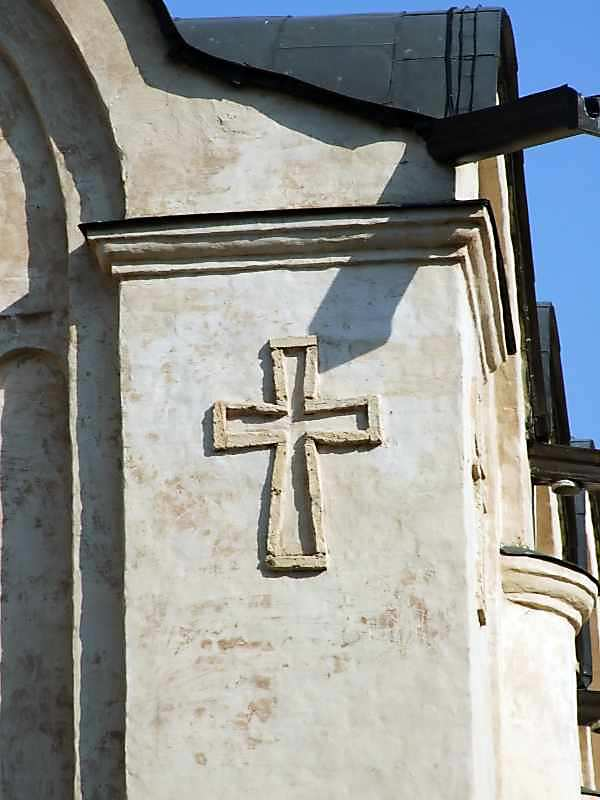 Хрест на південній пілястрі