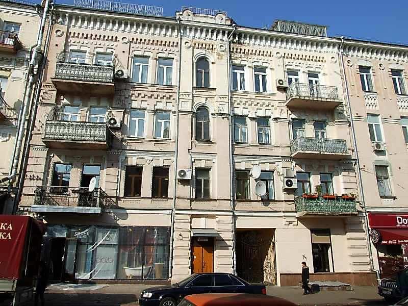 Будинок (№ 1а ? – фасадом на [площу…