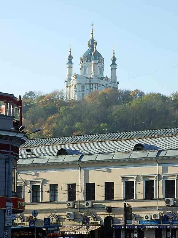 2007 р. Церква на тлі будинку по вул.Сагайдачного, 41