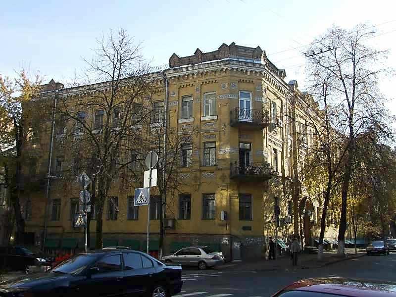 2007 р. Загальний вигляд (зліва – вул.О.Гончара, справа – вул.Рейтарська)