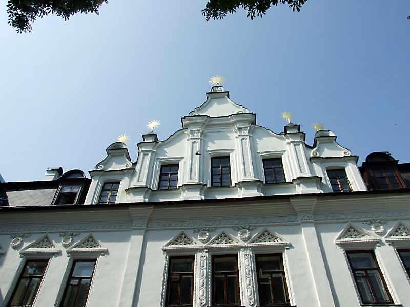 2-й поверх і фронтон