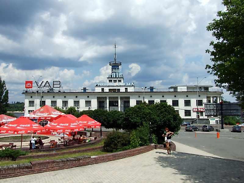 2007 р. Фасад з боку Поштової площі