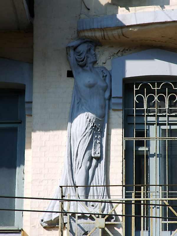 Ліва скульптура