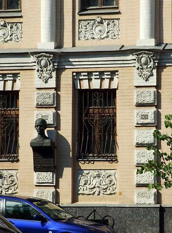 Фрагмент фасаду 1-го поверху