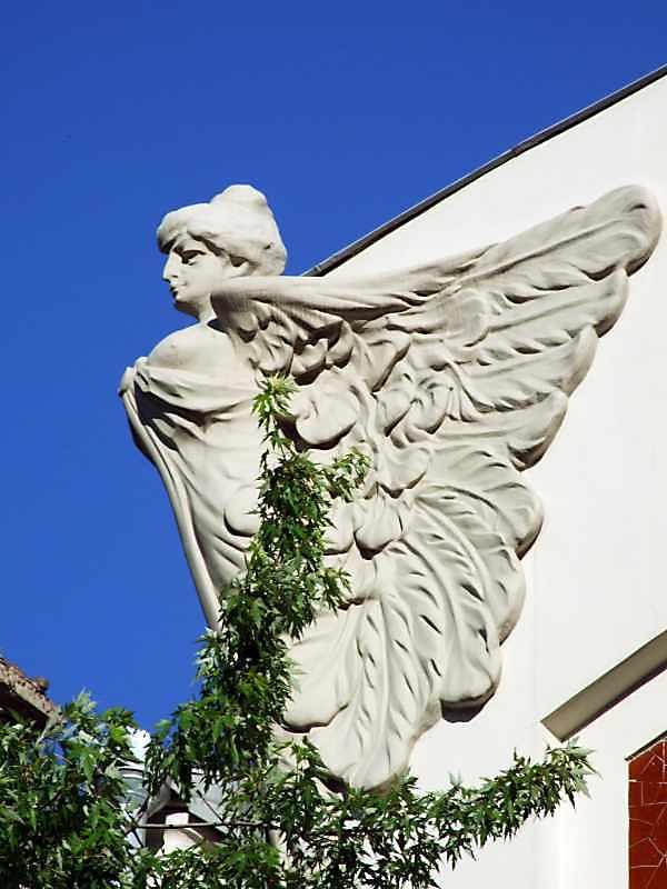 Скульптура на аттику