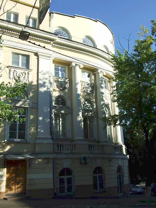 2008 р. Наріжна частина фасаду по вул.О.Гончара