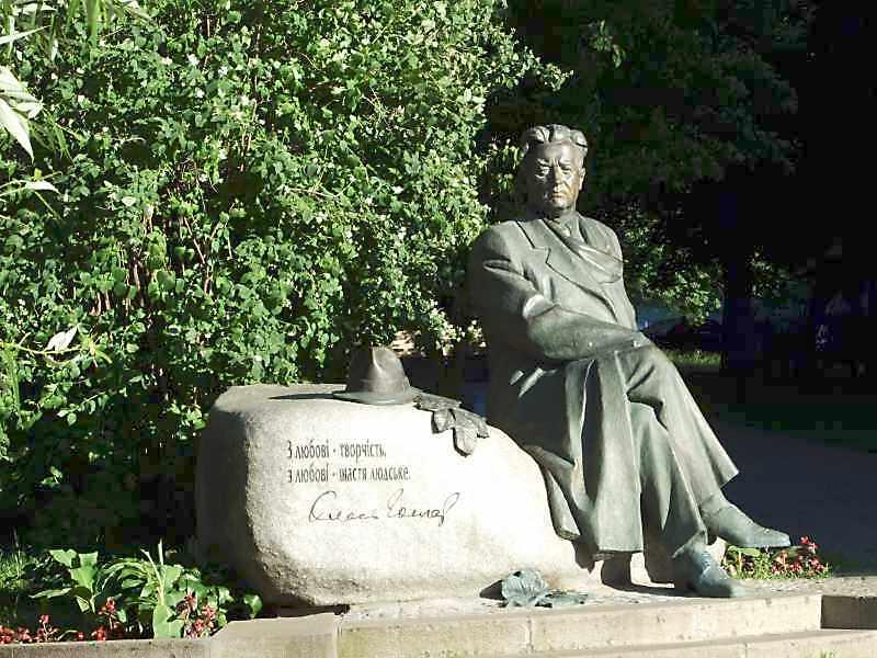 Пам'ятник О.Гончару