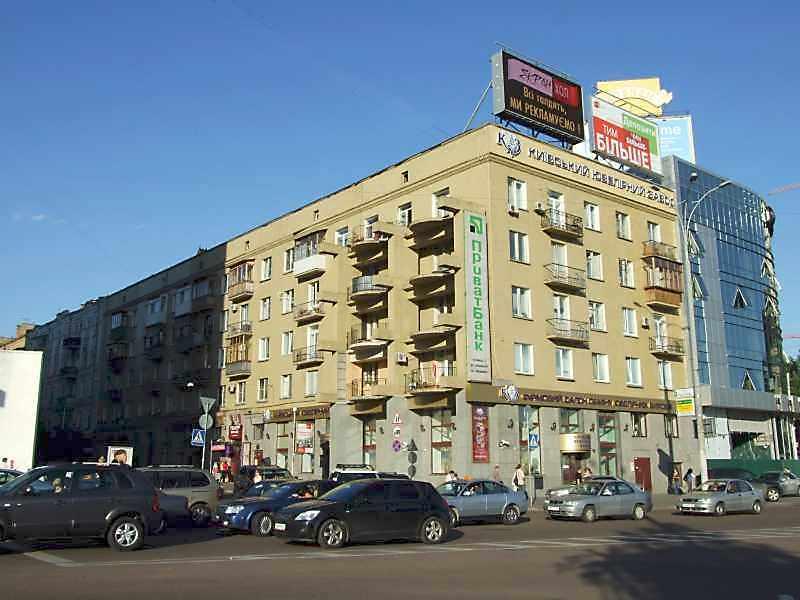 2008 р. Загальний вигляд (зліва – вул.О.Гончара, справа – вул.Дмитріївська)