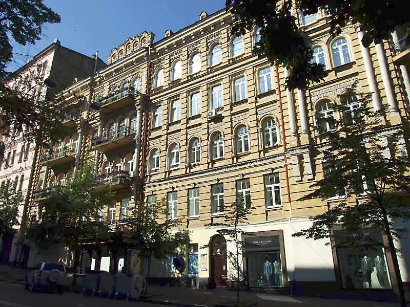 Житловий будинок з історією (№ 10 / Заньковецької, 1)