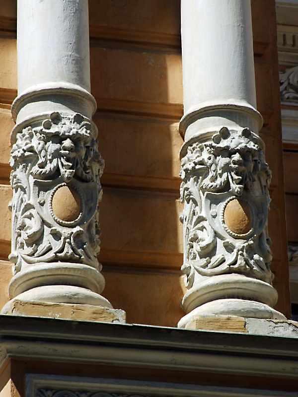 Бази колон