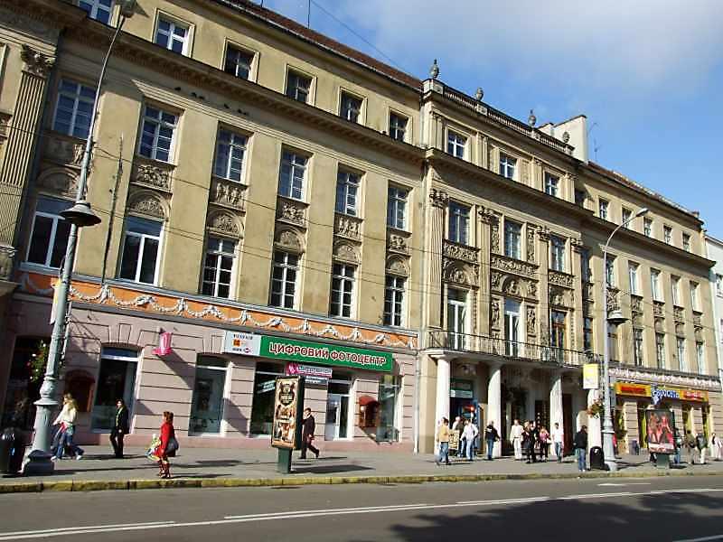2008 р. Середня і права частини головного фасаду