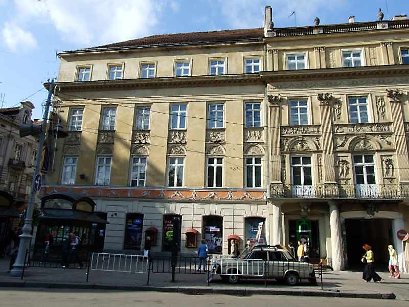 2008 р. Ліва частина головного фасаду