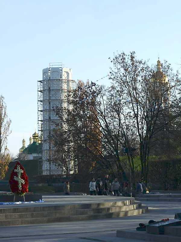 2008 р. Пам'ятник у процесі будівництва