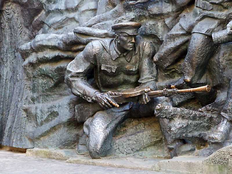 Боєць з кулеметом ДП