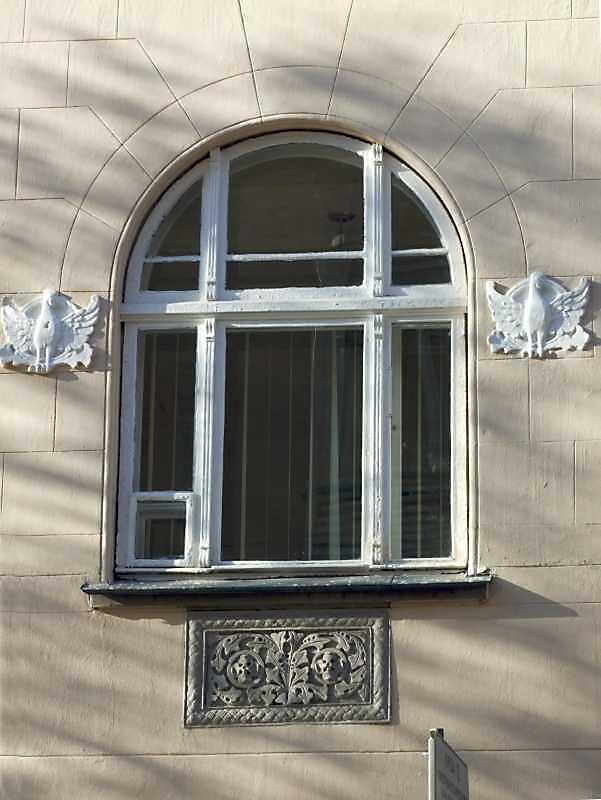 Вікно центрального ризаліту, 2-й поверх