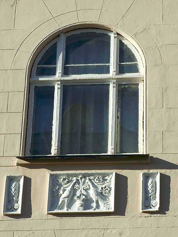Вікно центрального ризаліту, 3-й поверх