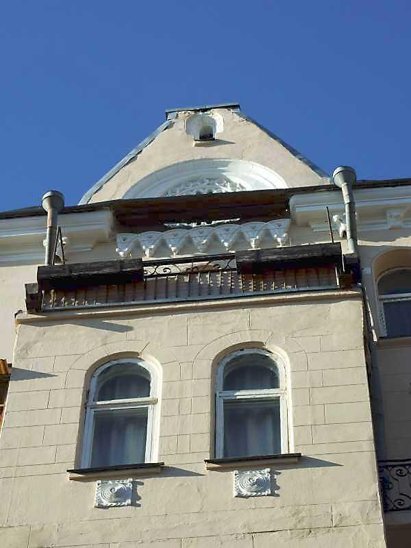 5-й поверх ризаліту і фронтон