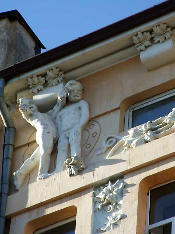 Скульптурна група 1 (ліва)