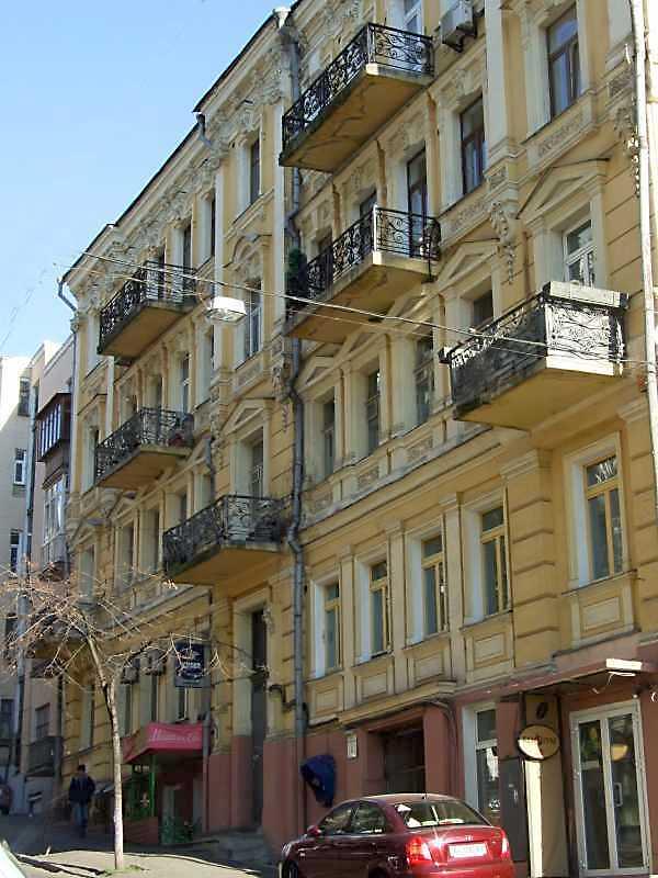 2008 р. Головний фасад у ракурсі