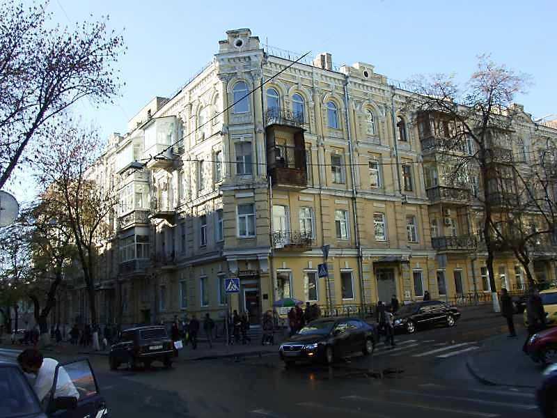 Житловий будинок з історією (№ 90 / Тургенівська, 1)