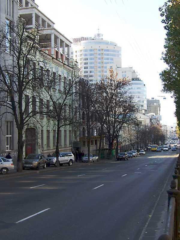 2008 р. Перспектива від будинку № 21 в бік площі Перемоги