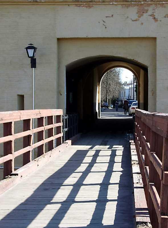 Міст і проїзд