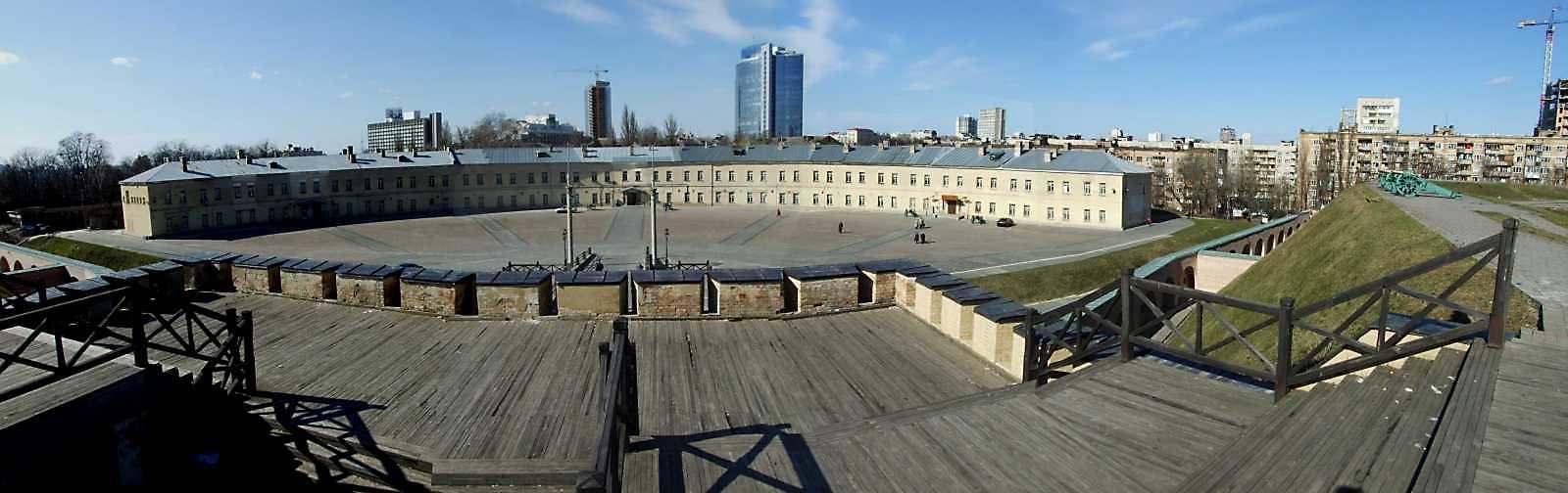 2009 р. Панорама з півдня (з верху брами)