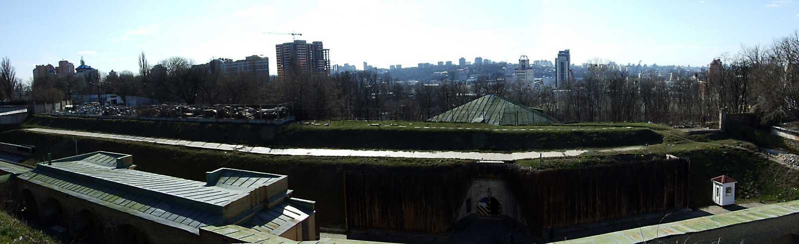 2009 р. Панорама західного фронту. Вигляд зі сходу