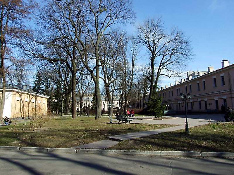 2009 р. Західна частина двора. Вигляд з північного заходу