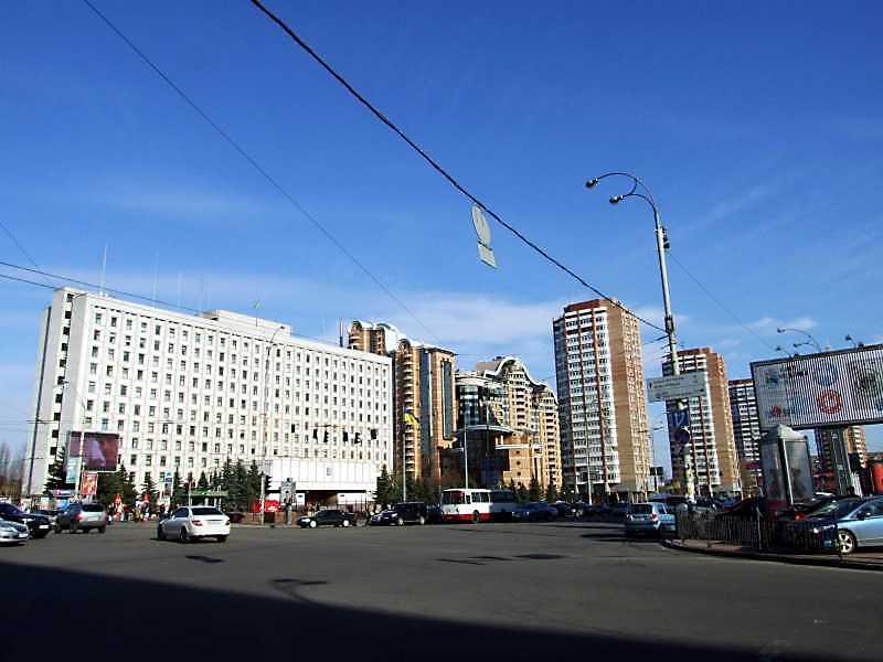 Лесі Українки площа