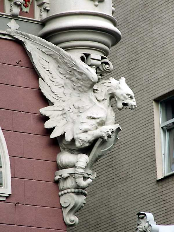 2009 р. Консоль у вигляді грифона з гербовим щитом