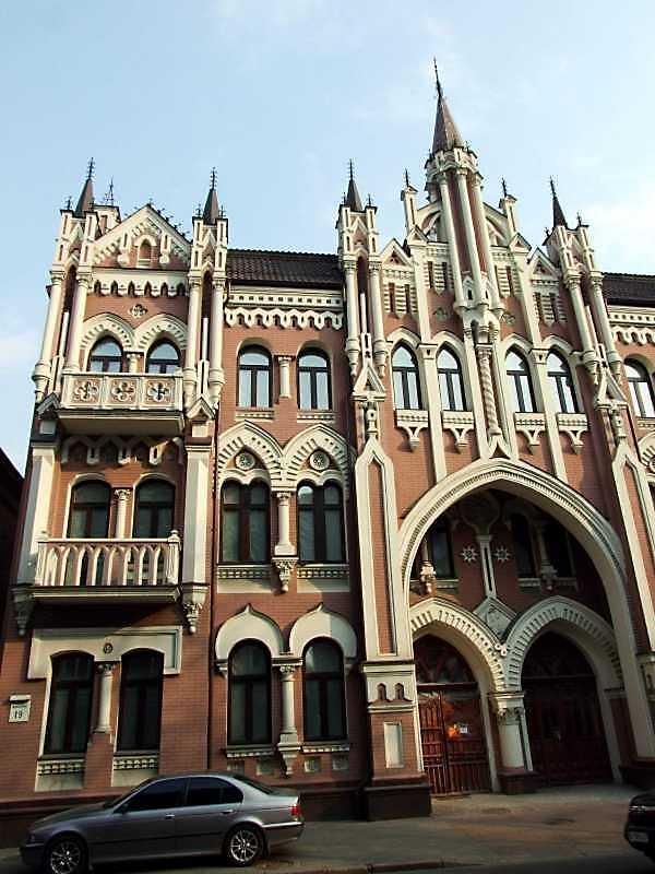 2009 р. Ліва частина головного фасаду