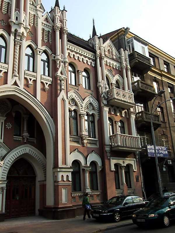 2009 р. Права частина головного фасаду