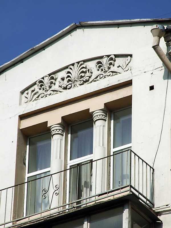 Фрагмент 6-го поверху і фронтон