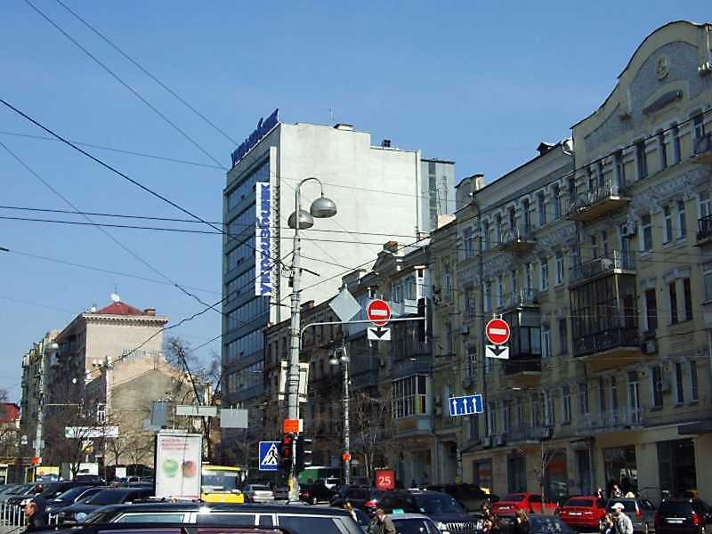 2009 р. Перспектива непарного боку від вул. Саксаганського в бік пл. Л.Толстого