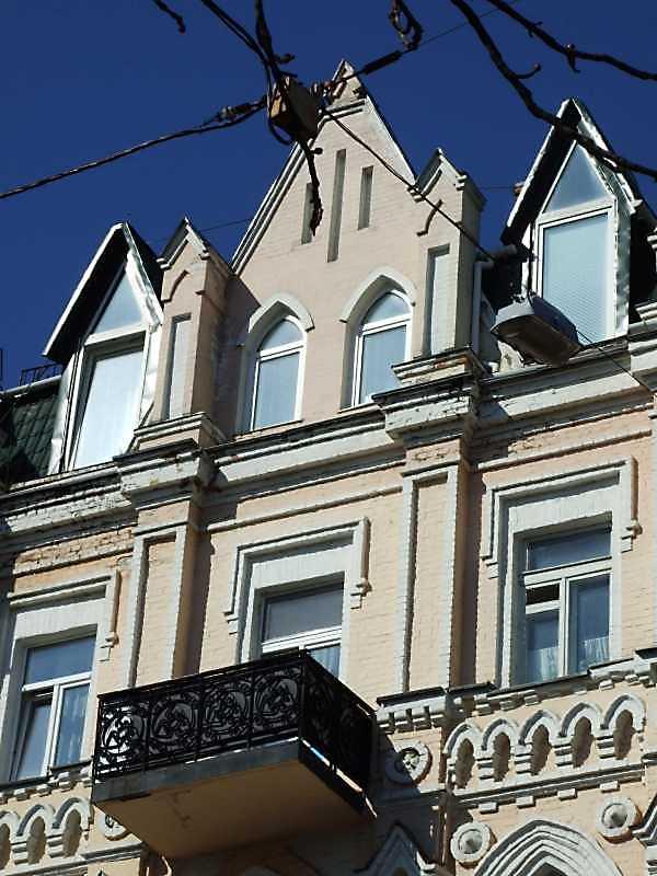 Фрагмент 4-5-го поверхів і фронтон