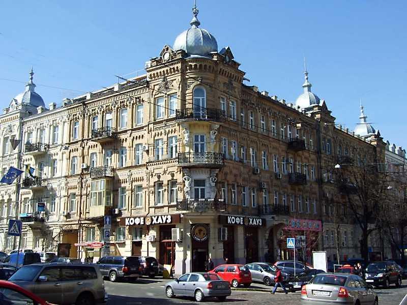 2009 р. Загальний вигляд (зліва – вул. І.Франка, справа – вул. Б.Хмельницького
