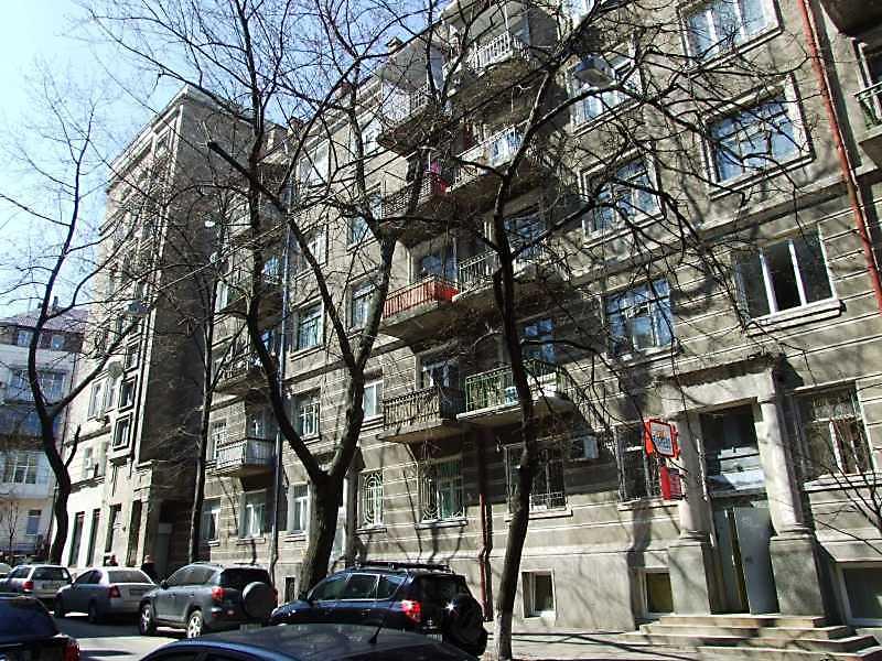 2009 р. Ліва частина головного фасаду…