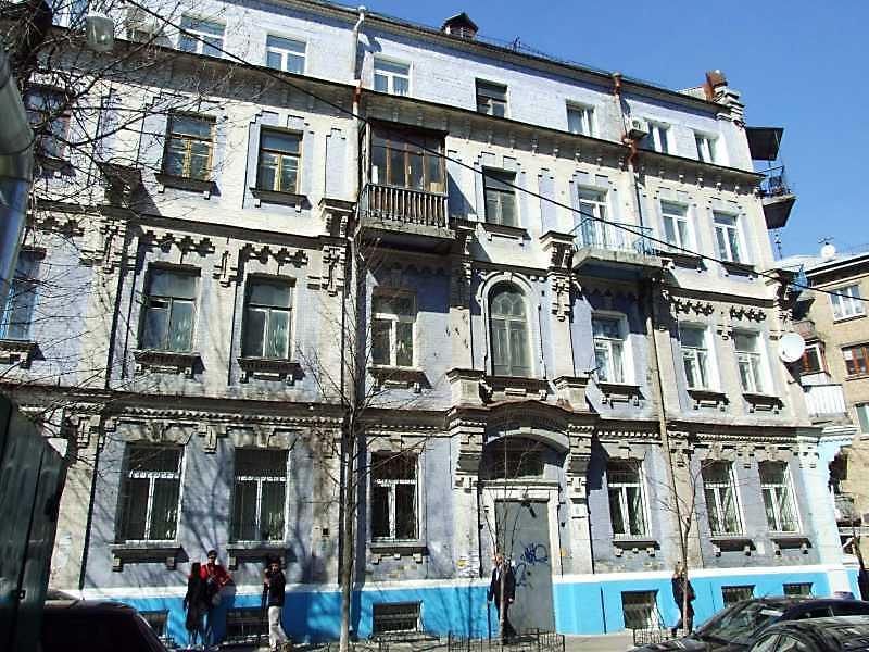2009 р. Фасад по вул. О.Гончара (права…