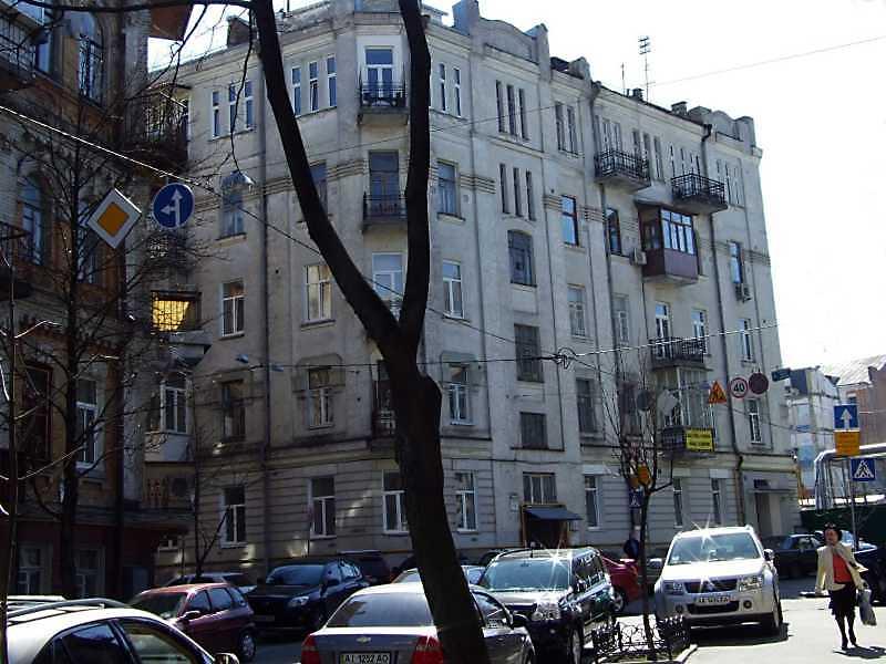 2009 р. Загальний вигляд (зліва – вул. Стрітенська, справа – вул. О.Гончара)