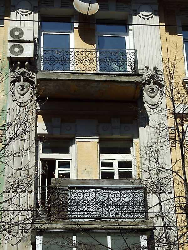 Фрагмент 3-4-го поверхів з маскаронами