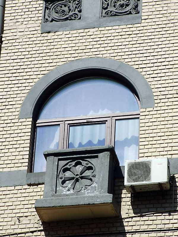 Балкон 4-го поверху